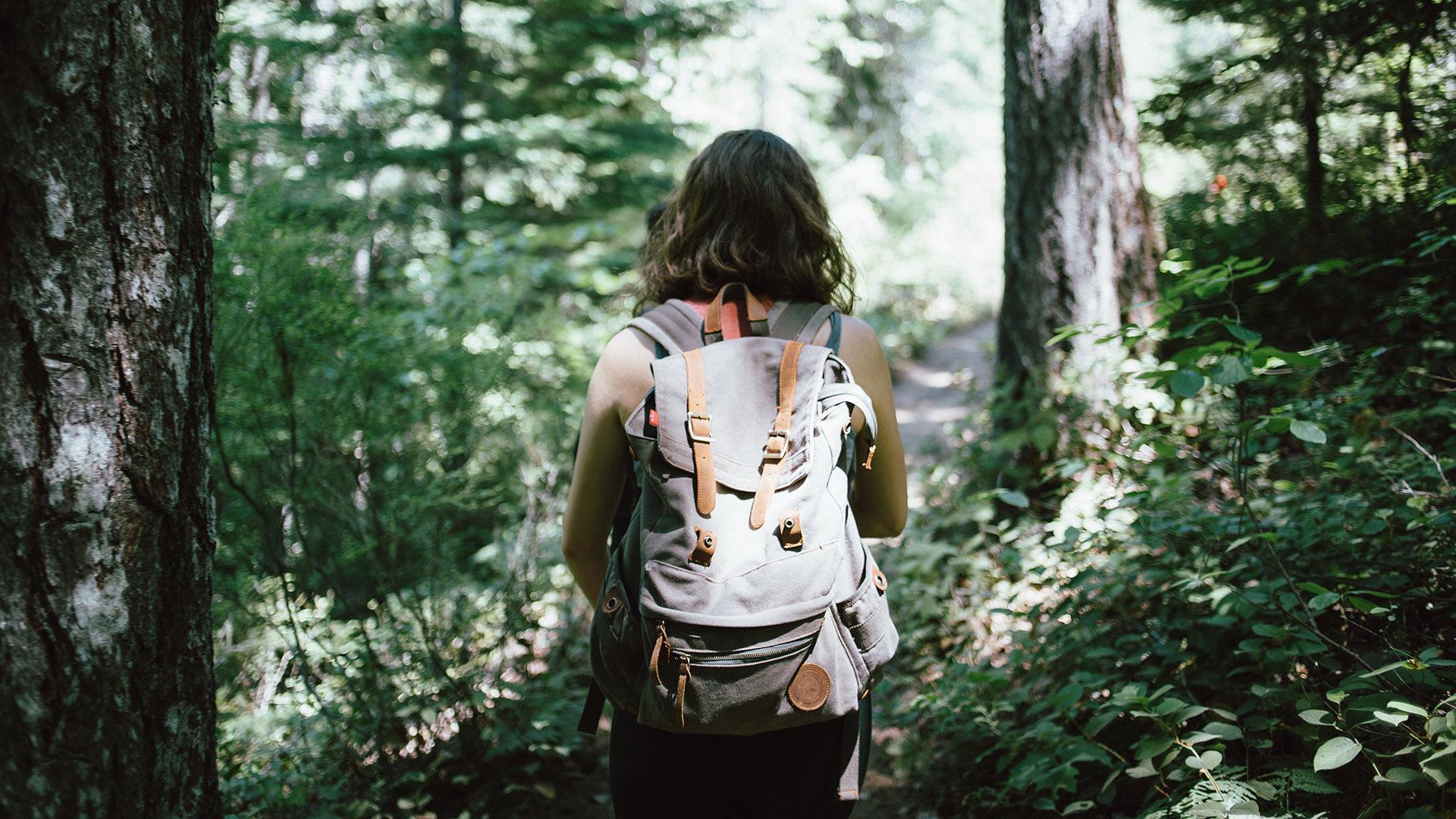 excursiones-mochila-y-baston